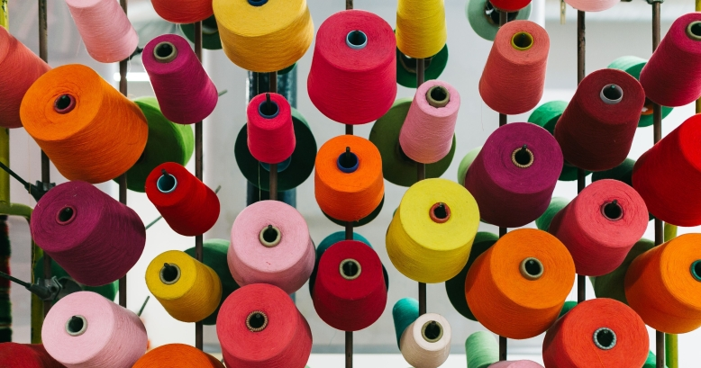 kaboompics_big-colorful-spool-of-thread-sewing.jpg